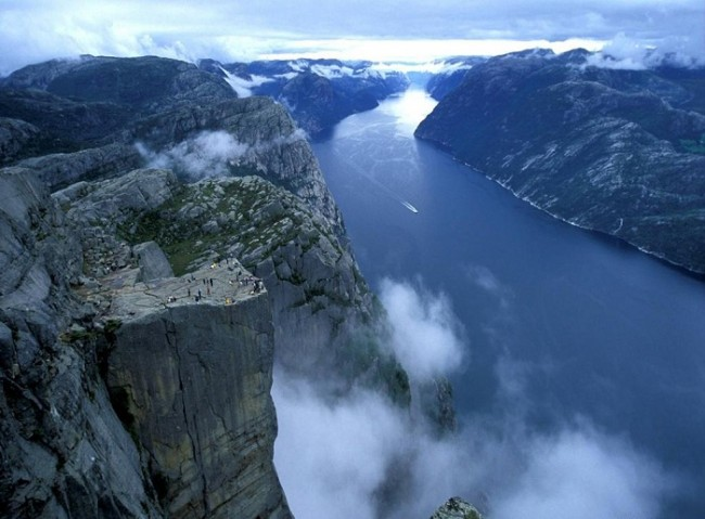 Preikestolen-Pulpit-Rock-1