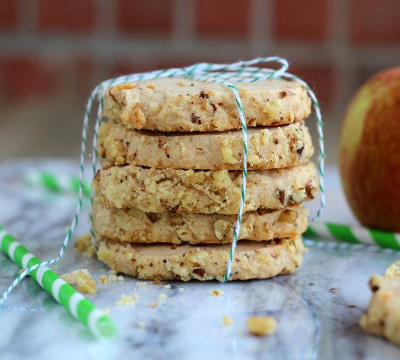 apple-cheesecake-shortbread-cookies-2-560