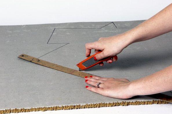 diy-custom-shaped-doormat-crafts-flooring-how-to (4)