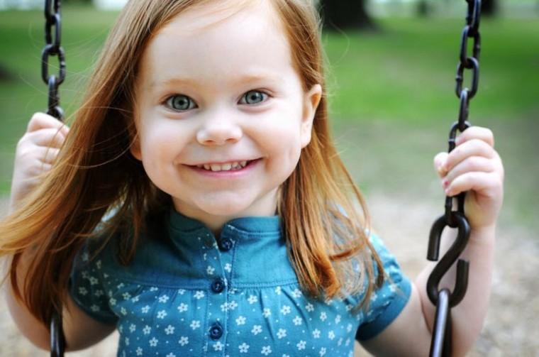 cute_little_girl_on_swing