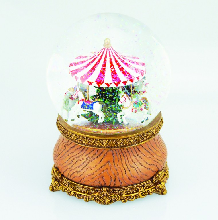 Carousel in a snow globe €59.90