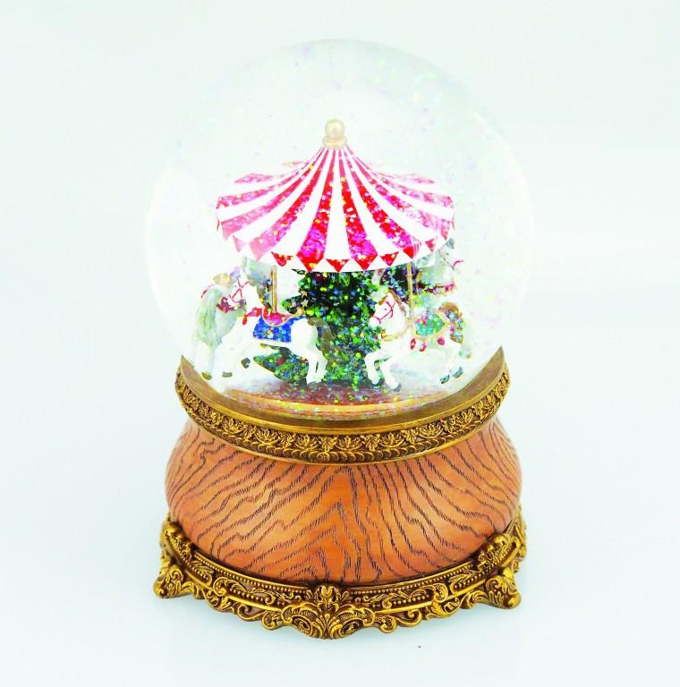 Carousel in a snow globe €59.90