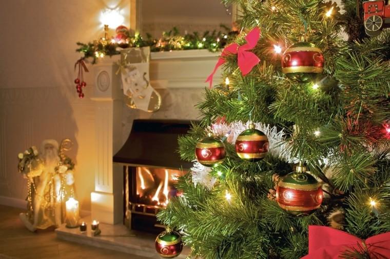 Christmas-tree-christmas-22227910-1156-768