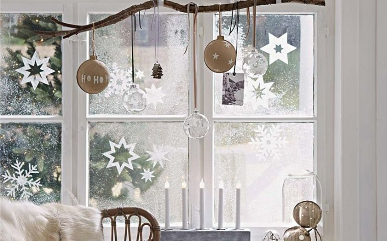 branches-christmas-decoration-window-827x516
