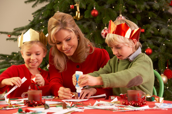 children-with-woman-at-christmas-craft-party