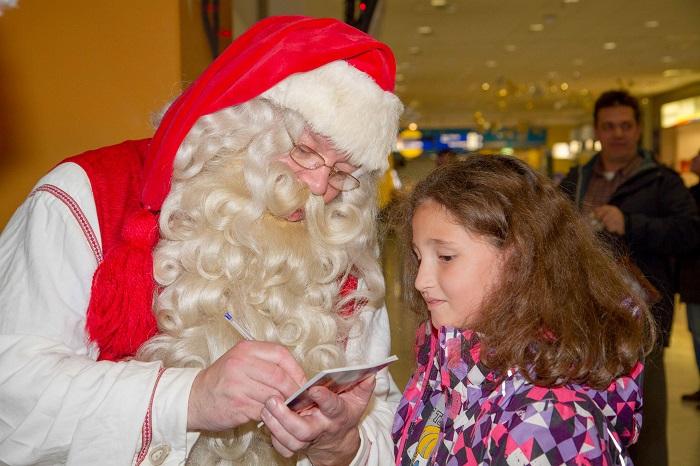 low child santa airport-15