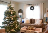perfect-white-holiday-house-with-christmas-tree-white-ornaments-in-living-room-915x610