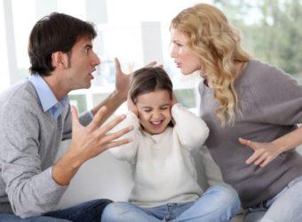 Parents-w-kid-between