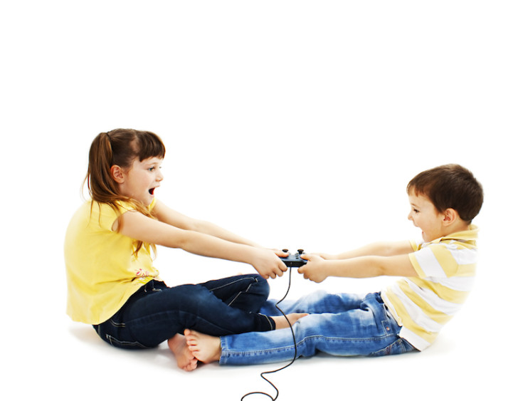 kids-fighting-over-toy-728x563