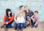parents-kissing-kids-grossed-out-picture