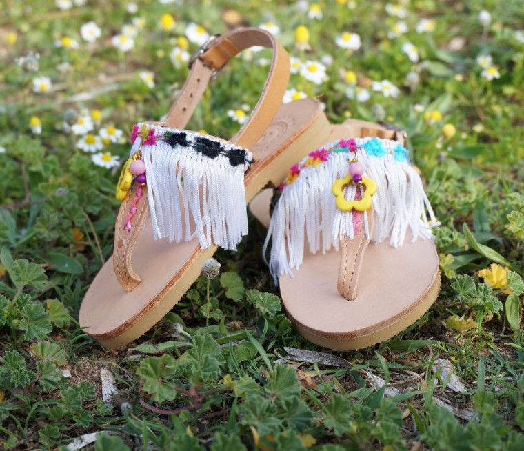 Leather-sandals-with-white-fringes-Artemis-6