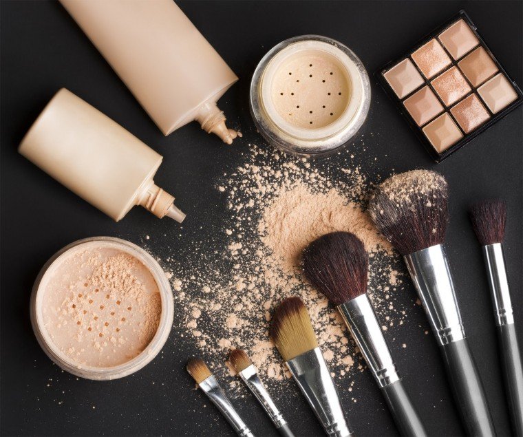 10-Must-Have-Beauty-Products-For-Party-Kit