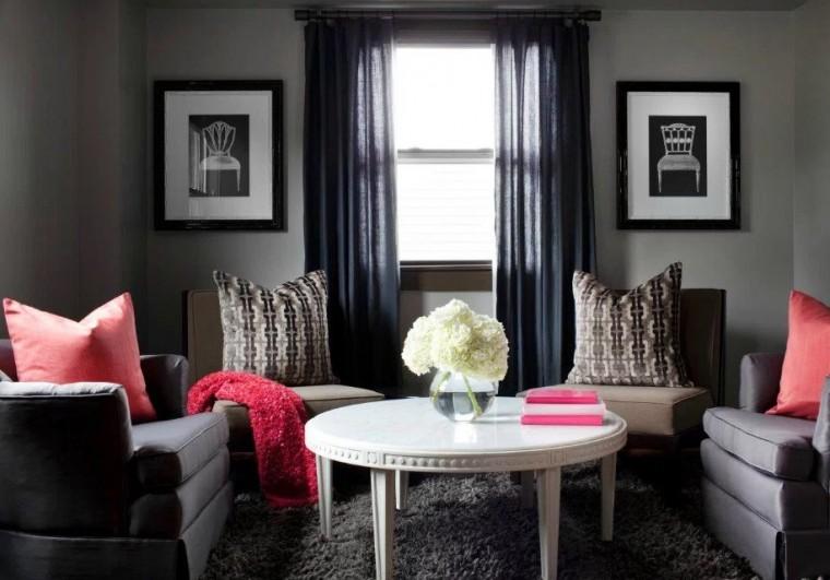 Σε αυτό το δωμάτιο έχει δοθεί το πρώτο χρώμα σε μεγαλύτερο ποσοστό. Το γκρι κυριαρχεί στο χώρο, ενώ μετά ακολουθεί το άσπρο και το κόκκινο.