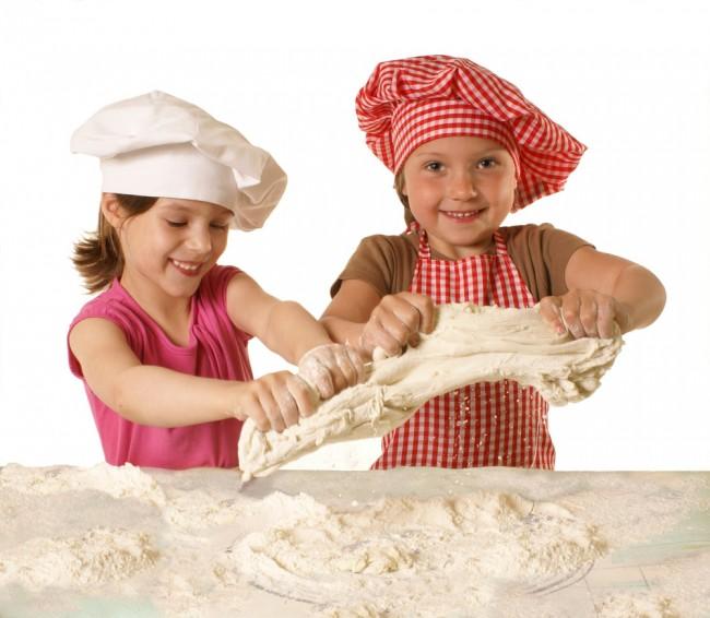 Τι… μαγειρεύουν τα παιδιά στην κουζίνα της μαμάς;