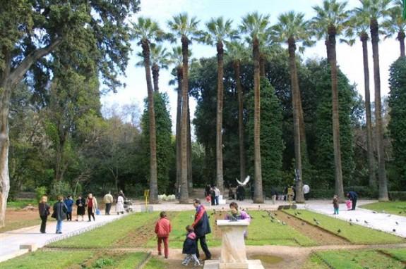 Εθνικός Κήπος με μυθικό δεινόσαυρο, παιδική χαρά και βοτανικό μουσείο