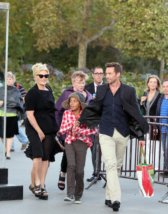 Hugh Jackman: στο Παρίσι οικογενειακώς!