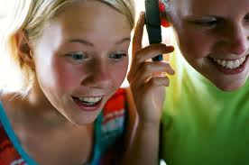 Έρευνα της Ericsson αποκαλύπτει πώς προτιμούν να επικοινωνούν οι νέοι