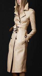 17ebe913475 ... καπαρντίνες ενώ βάζει και πιο έντονα χρώματα στην παλέτα όπως μωβ,  βεραμάν και κίτρινο, υπέροχα κοντά jacket σε δέρμα ή με prints και  γεωμετρικά σχέδια.