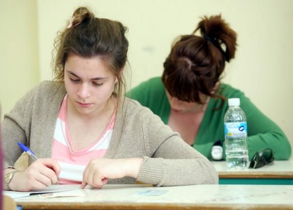 Πανελλήνιες Εξετάσεις: Ένας οδηγός για να προετοιμαστείτε εσείς και το παιδί σας
