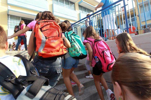 Ετήσιο επίδομα 300 ευρώ για μαθητές άπορων οικογενειών