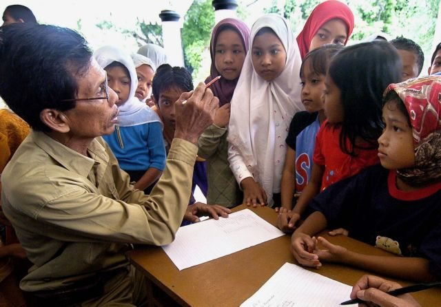 Σχολείο στην Ινδονησία απέβαλε 14χρονη θύμα βιασμού