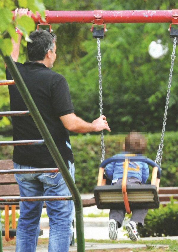 Γ. Λιάγκας – Φ. Σκορδά: Στην παιδική χαρά με τον Γιαννάκη!