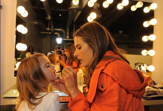 Η Alessandra Ambrosio με την κόρη της σε διαφήμιση