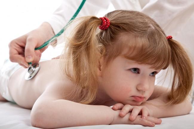UNICEF: Ένα παιδί πεθαίνει από πνευμονία κάθε 25 δευτερόλεπτα
