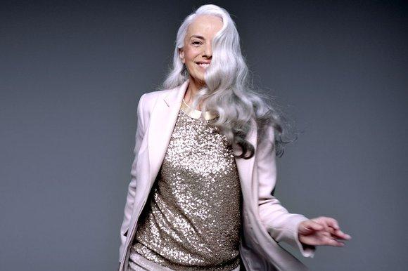 Πώς να δείχνετε υπέροχη ακόμα και στα 50! Το 56χρονο μοντέλο των M&S  Yasmina Rossi αποκαλύπτει το μυστικό του