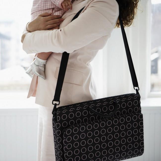 Το 68 % των γυναικών δεν μπορεί να διαλέξει ανάμεσα στην εργασία και στην οικογένεια