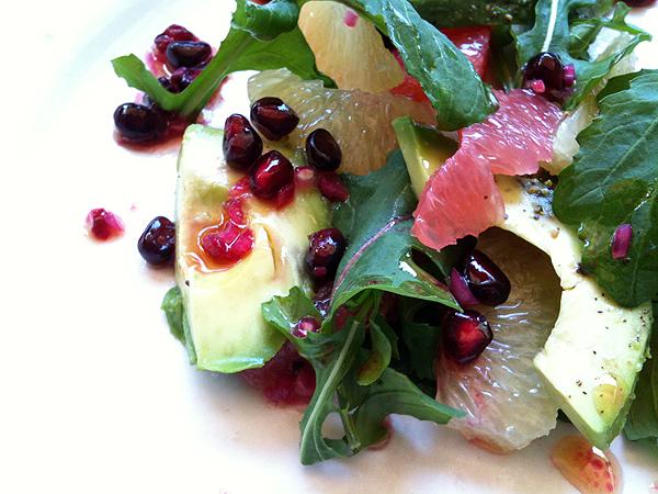 Σαλάτα με γκρέιπφρουτ, αβοκάντο και ρόδι