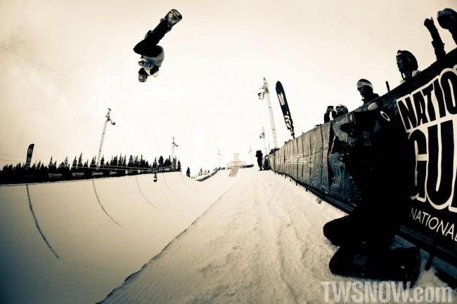 Απίστευτα κόλπα με snowboard από τον Νο 1 πρωταθλητή