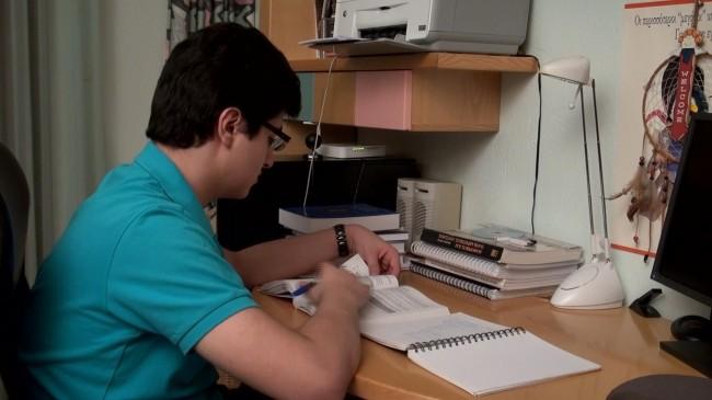 Ο 18χρονος Χάρης που σαρώνει τα μαθηματικά βραβεία στην εκμπομπή «Ες αύριον τα σπουδαία: Πορτραίτα του αύριο» (3/2/2013)