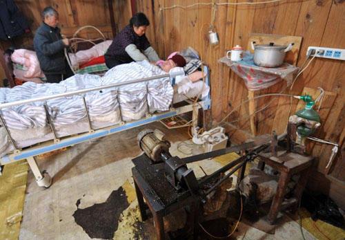 Συγκλονιστικό: Γονείς στην Κίνα έφτιαξαν μόνοι τους ιατρικά εργαλεία γιατί αδυνατούσαν να πληρώσουν το νοσοκομείο