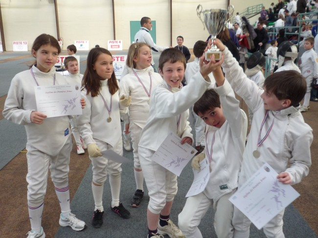 kids-fencing-trophy