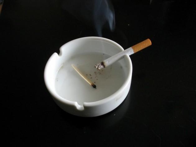 Cigarette_in_white_ashtray