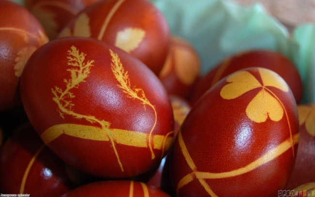 traditional_red_easter_eggs_1280x800