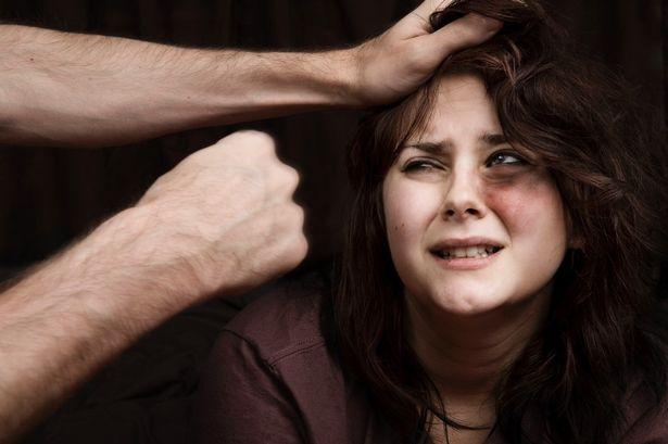 Στο κόκκινο η ενδοοικογενειακή βία κατά των γυναικών