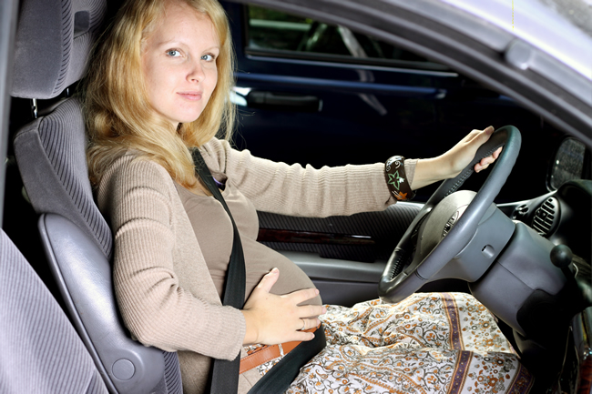 Pregnant-Woman-Driving-Car2