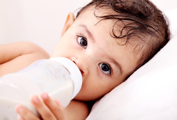 baby-drinking-bottle