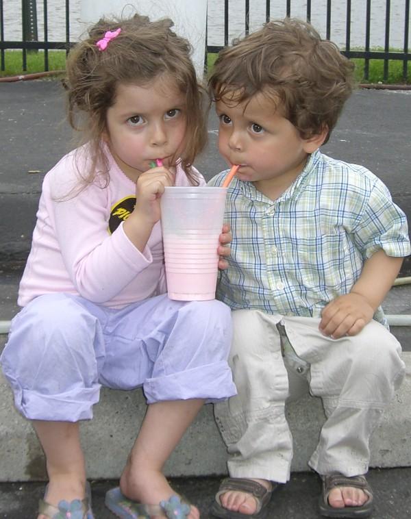 kids-sharing-milkshake