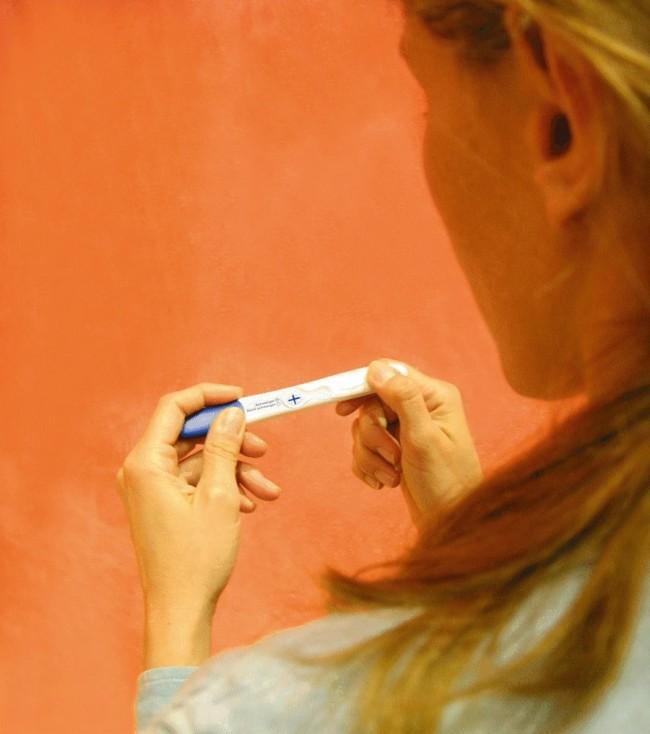 woman-pregnancy-test