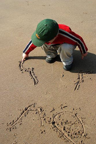 Ασκήσεις γραφής στην άμμο! | Infokids.gr