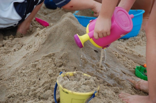 Sand-and-Water-Play-1024x680