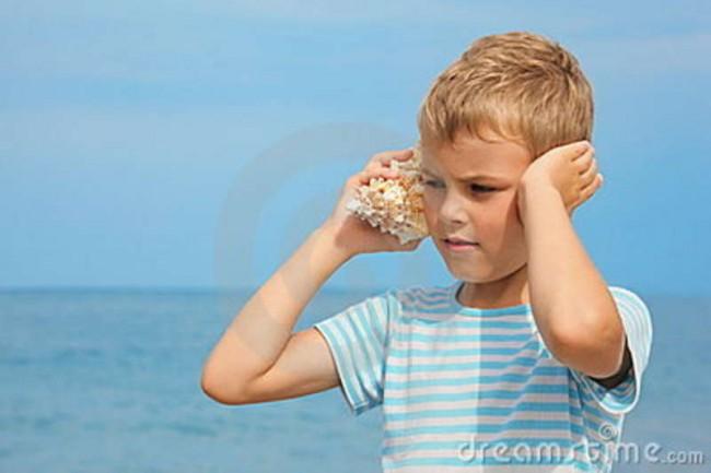 little-boy-shell-listening-noise-sea-14240075