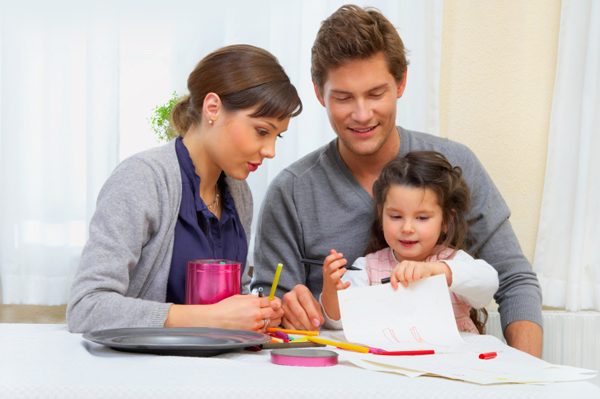 mother-and-father-drawing-with-child