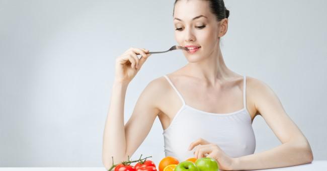 woman_eat_healthy_fruit_vegetable_diet_1