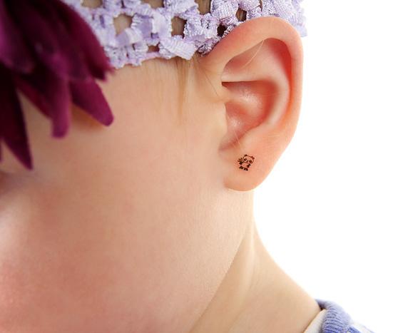 binkd-temporary-tattoo-earrings-for-kids-1