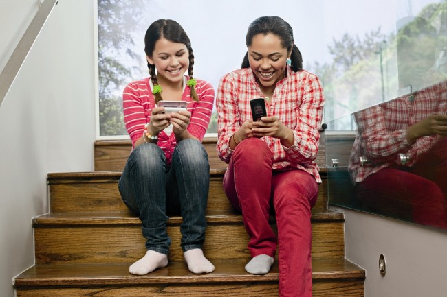 teens-on-cell-phones