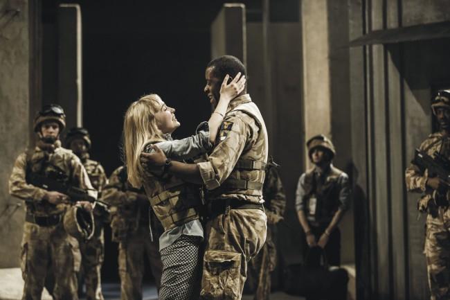 05-NTLive_Othello_Desdemona (Olivia Vinall) and Othello (Adrian Lester)_c_Johan Persson